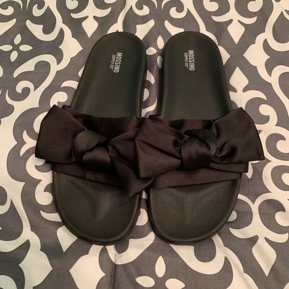 2e527b10a0d4 Mossimo Target Black Bow Slides Sandals 9. M 5bfb54db9fe486fd23415be5